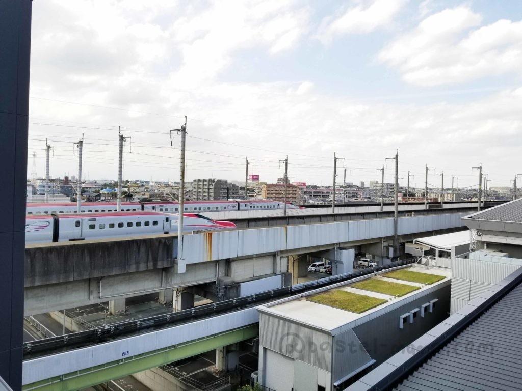 大宮鉄道博物館トレインテラスからみるE6系こまち