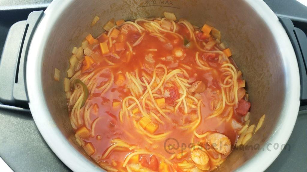 ホットクックで作る別茹でしないトマトパスタ