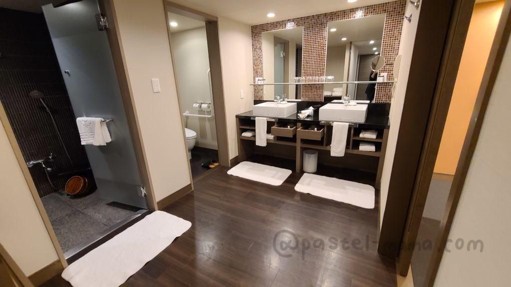 シェラトン・グランデ・トーキョーベイ・ホテルのジャパニーズスイートルームの洗面所