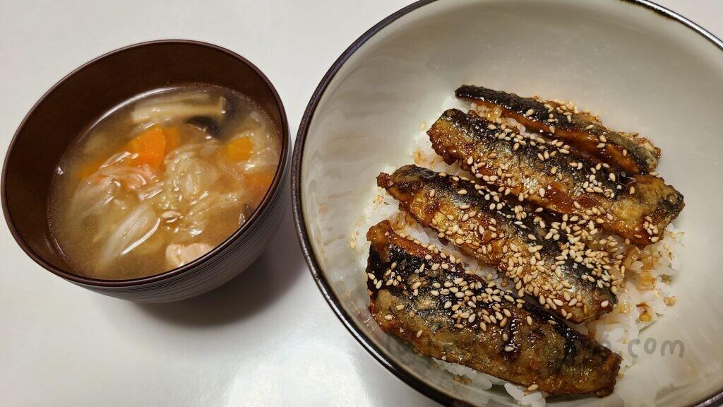 ヨシケイ 国産いわしの蒲焼き丼とおかず汁