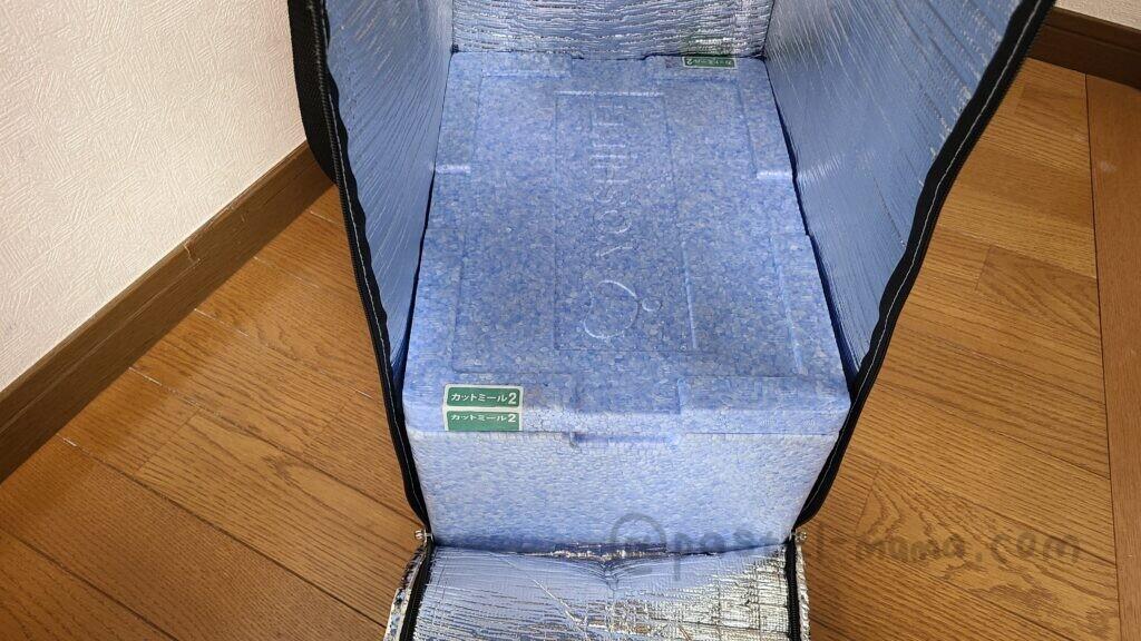 ヨシケイ保冷袋の中の保冷ボックス